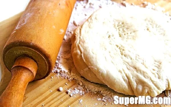 Фото: Домашня піца на кефірі: один з найпростіших рецептів