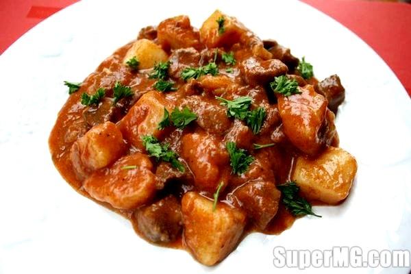 Фото: Гуляш з яловичини з підливою: рецепти