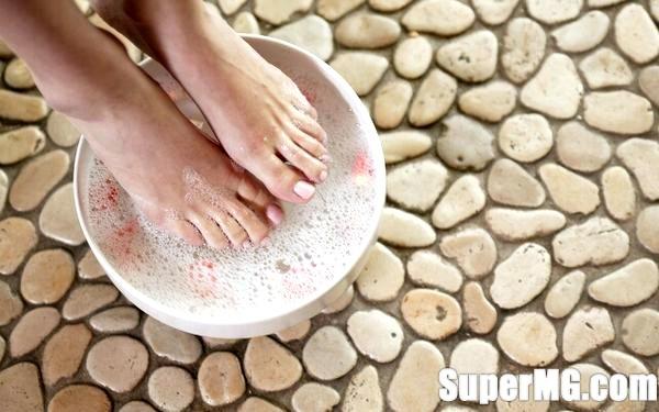 Фото: Як позбутися запаху ніг народними засобами: Роззувайся спокійно