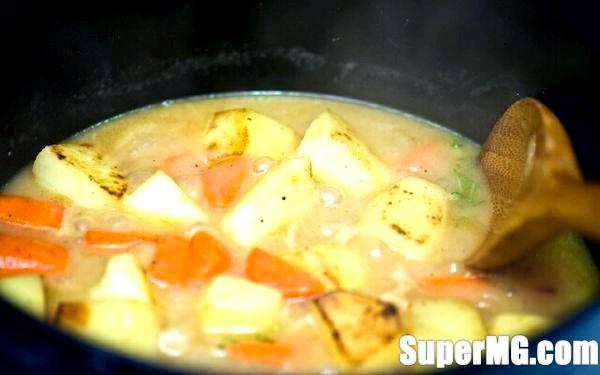 Фото: Як гасити картоплю з куркою: домашня класика