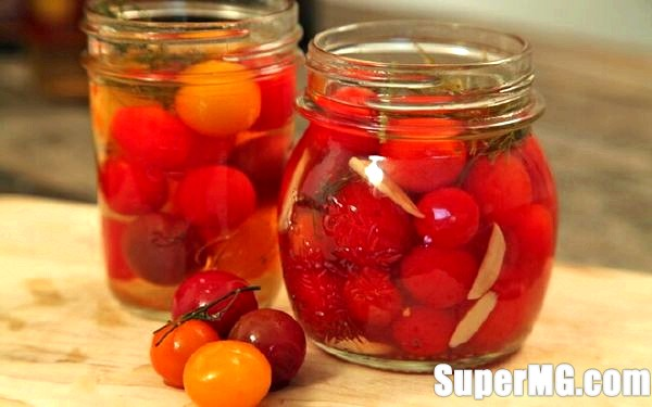 Фото: Як засолити смачні помідори на зиму: обов'язкова заготовка