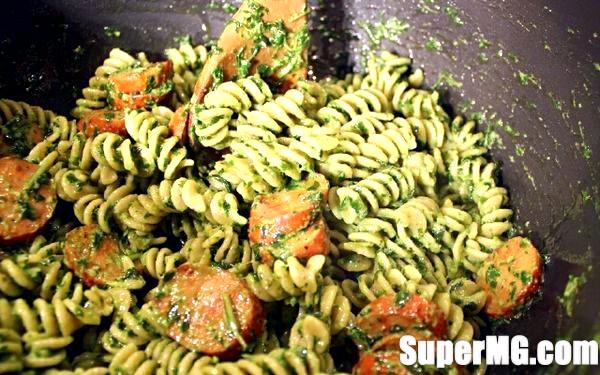 Фото: Паста песто: оливки, сир і базилік