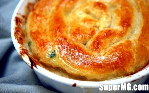 Фото: Пиріг з консервою з рідкого тіста: на свята і будні