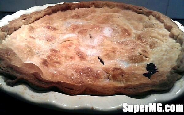 Фото: Пиріг із замороженою чорною смородиною: ягідні рецепти