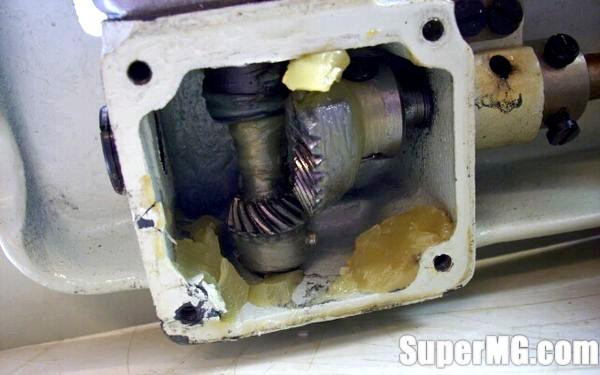 Фото: Догляд за швейною машинкою: піклуйся про свою помічниці