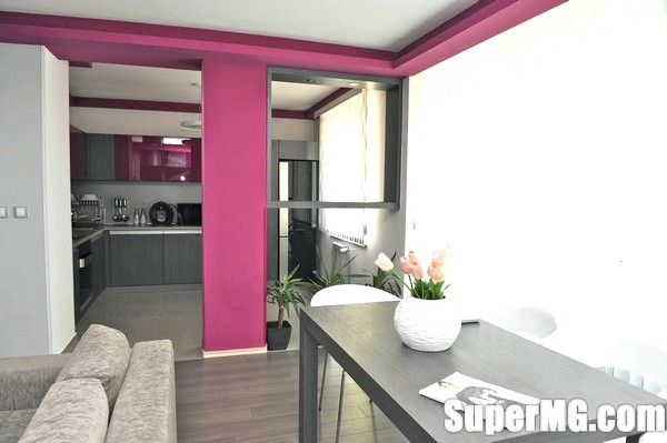 Фото: Квартира тижня: Маленький сіро-фіолетовий весільний подарунок