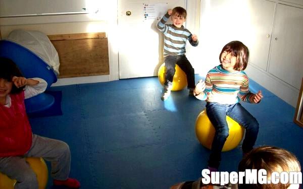Фото: Вправи на фітбол для малюків: приємна і корисна тренування